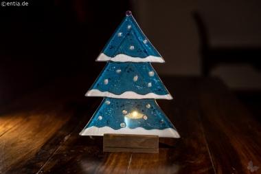 Weihnachtsdeko Tischtanne aus hellblauem Glas
