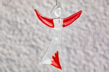 Engel aus rotem Glas