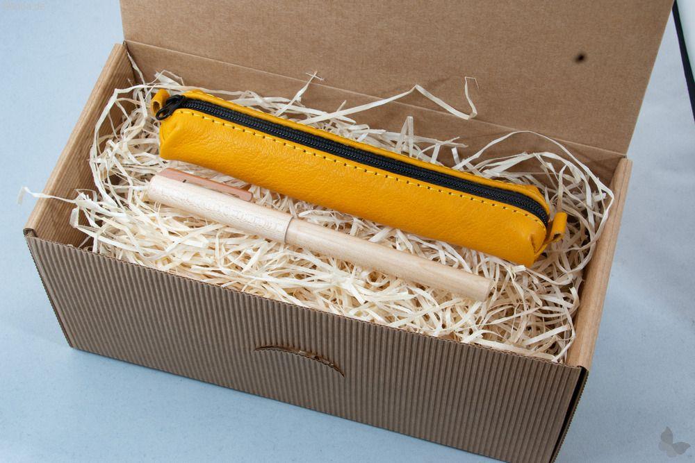 Geschenkset: Ahorn-Füller mit gelbem Lederetui
