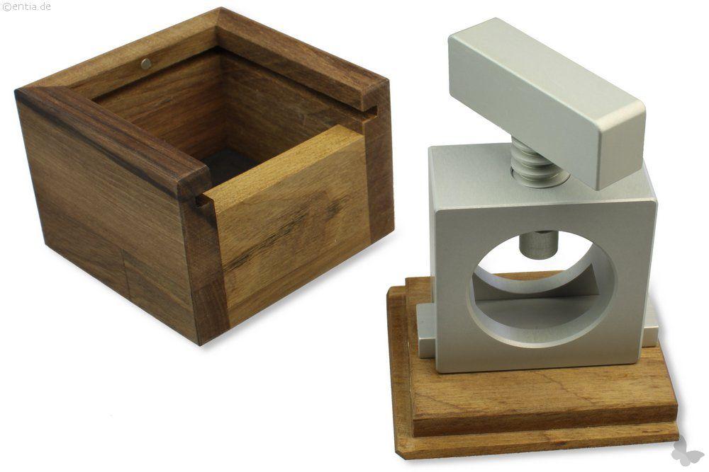 nussknacker aluminium nachhaltiges aus sozialen manufakturen. Black Bedroom Furniture Sets. Home Design Ideas