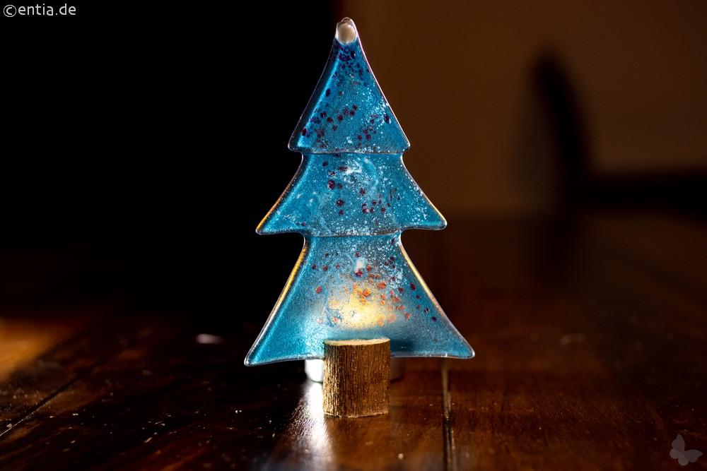 Weihnachtsdeko Kleine Tischtanne aus hellblauem Glas