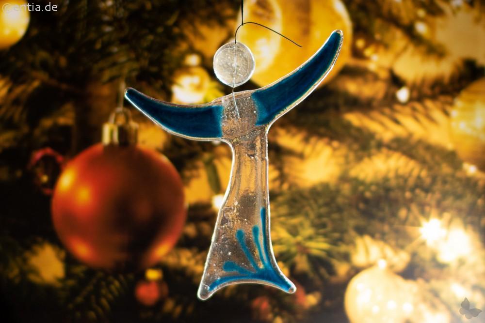 Christbaum-Schmuck Engel aus aquamarin-farbenem Glas